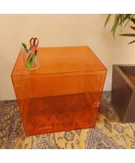 caisson coloré avec porte-agencement
